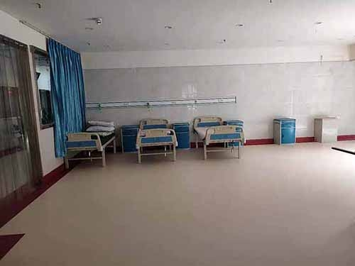 达州市某医院PVC地板镶边上墙铺装